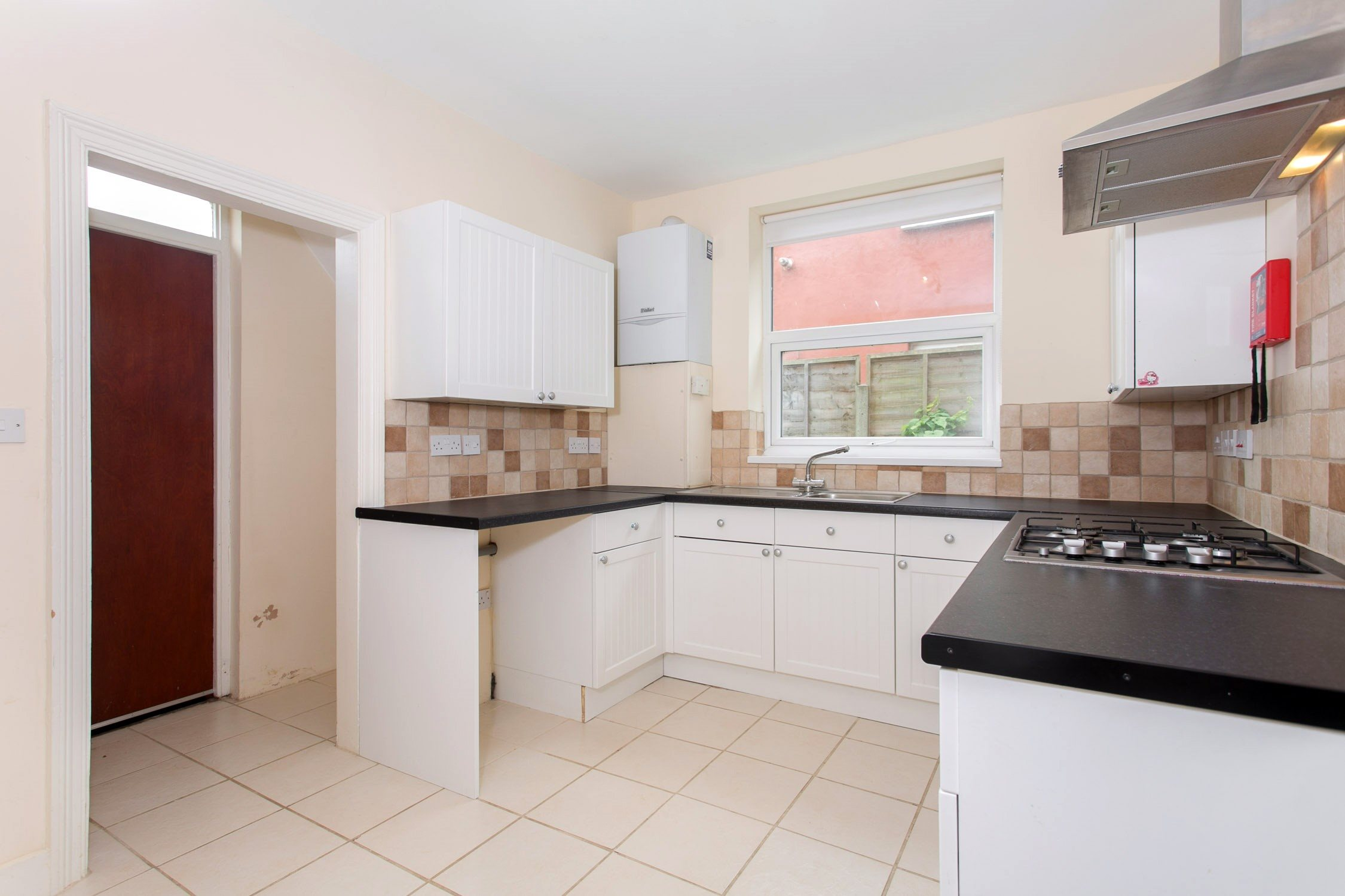 Portico - 2 Bedroom Flat recently let in East Finchley: Kitchener ...