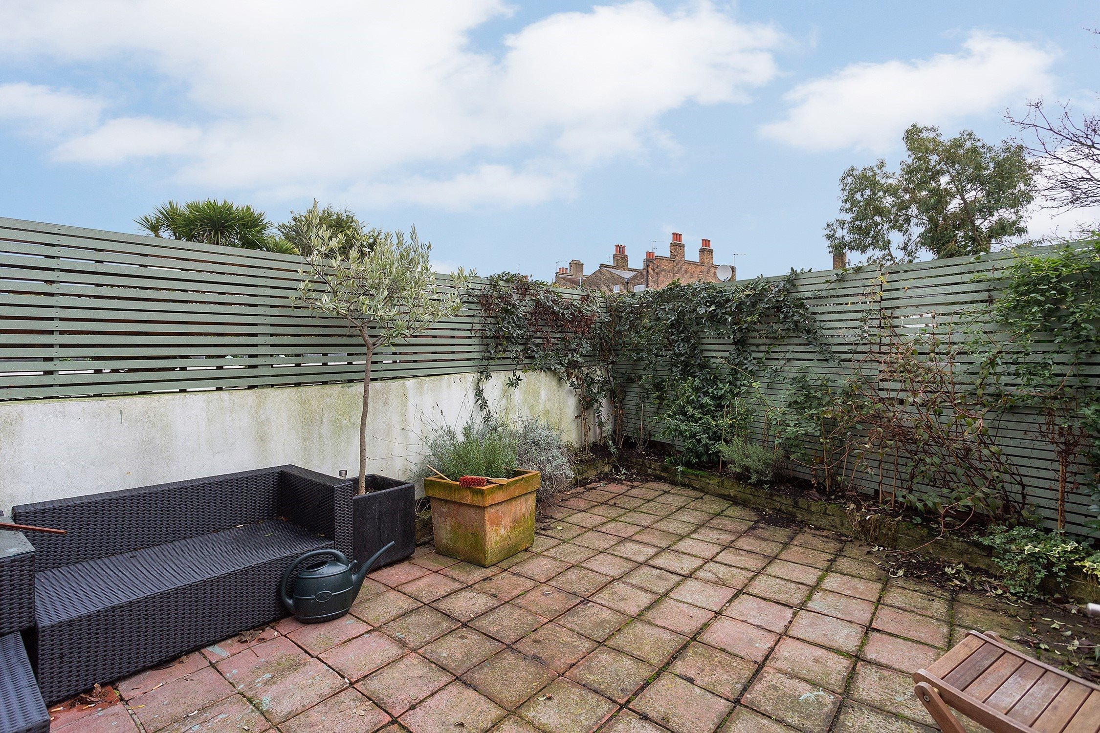 portico 2 bedroom flat recently let in battersea rush hill road