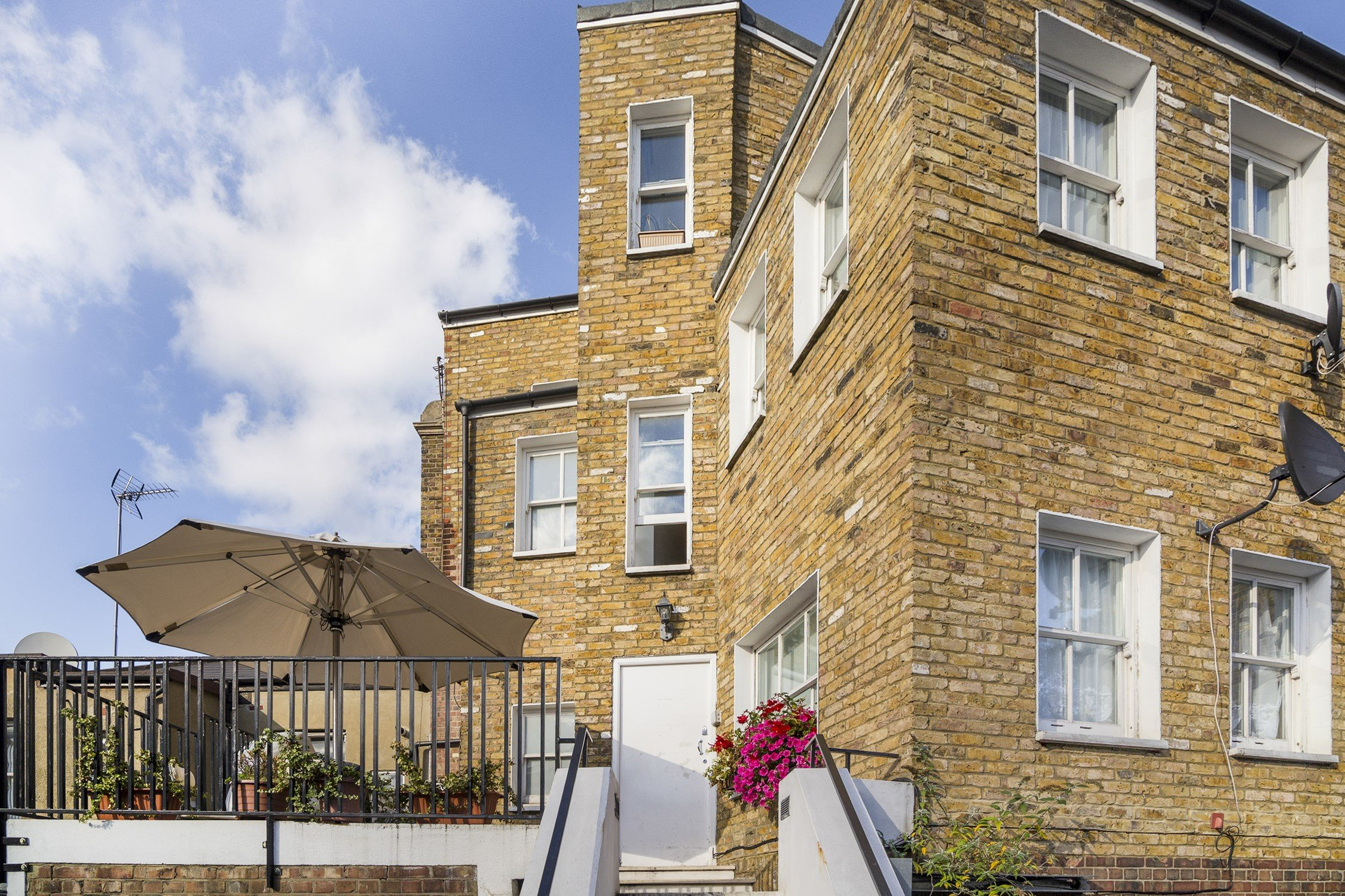 portico 1 bedroom flat for sale in acton church road w3 £300 000
