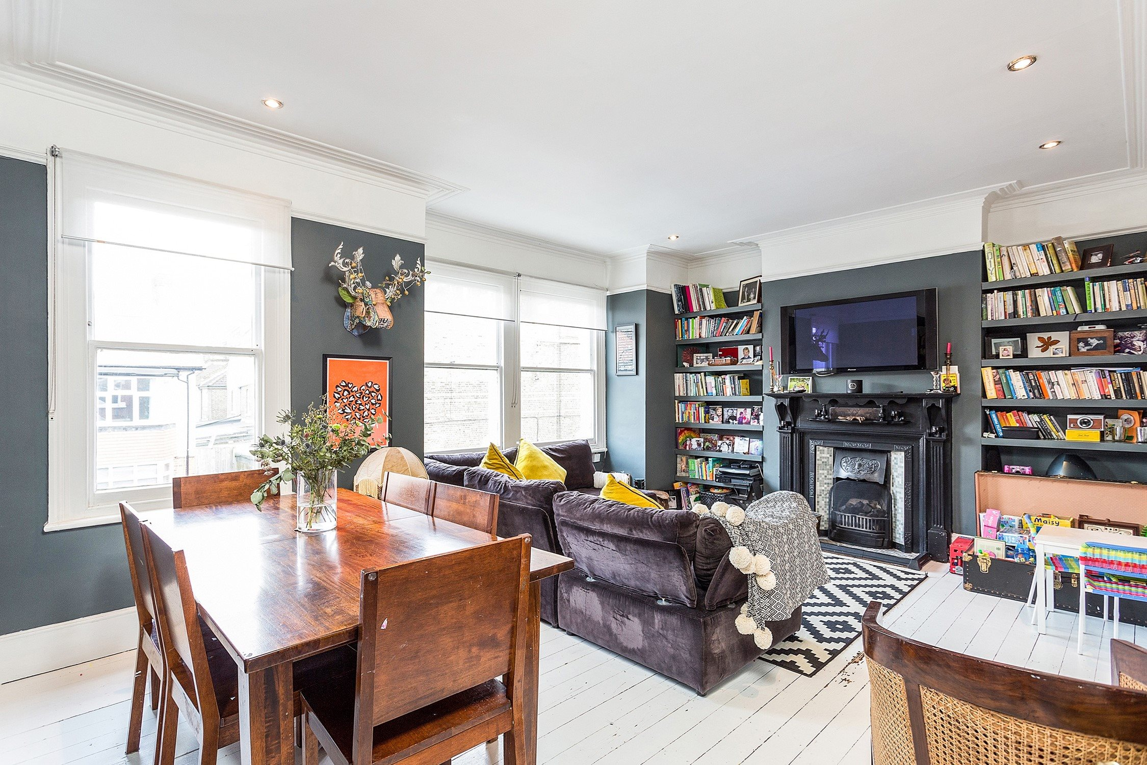 portico 2 bedroom flat recently sold in acton derwentwater road