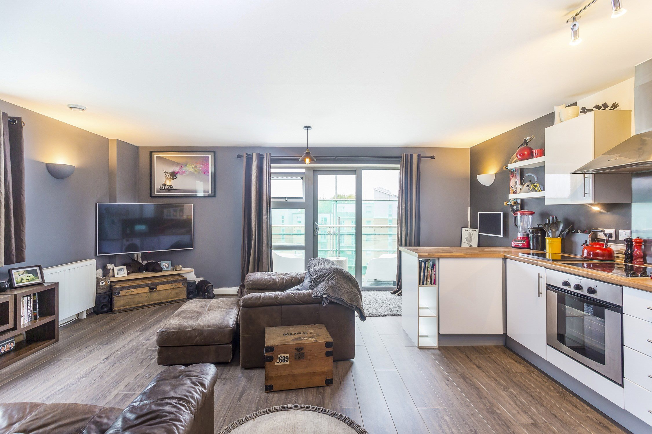 Portico - 1 Bedroom Flat for sale in South Woodford: Queen ...